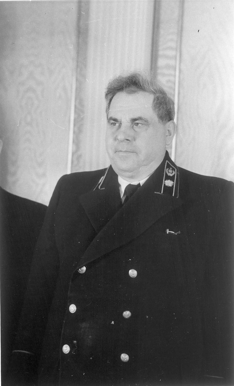 Министр финансов СССР Зверев предлагал без всякой компенсации превратить советские ценные бумаги в ничего не стоящие бумажки.